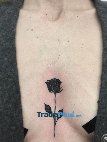 Hình xăm hoa hồng ngực
